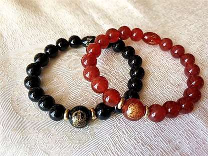 Picture of Red Agate/Black Agate Eight Guardian Zodiac Natal Buddha/Bodhisattva Amulet Bracelet for Female