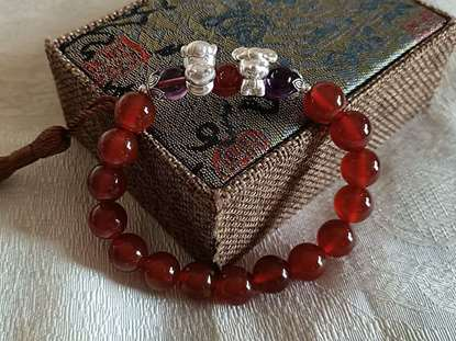 Picture of Red Agate Liuhe (Six Harmonies) Zodiac Symbol Bracelet for Female